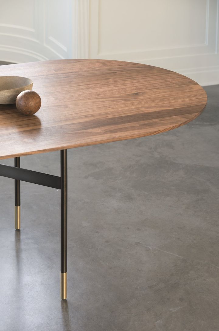 Harri table by More. Ph. by Peter Fehrentz