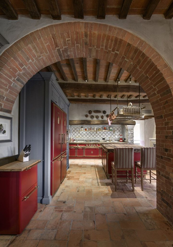 Officine Gullo Furnishes an Old Farmhouse in the Heart of Tuscany