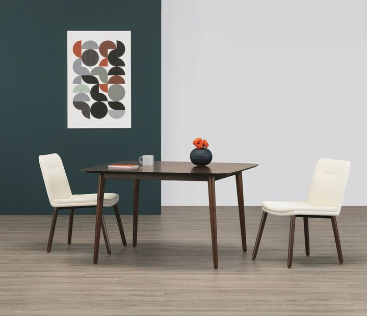 Hado Meeting Table with Hado Guest Chairs