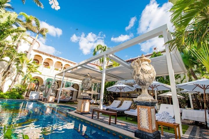 KE Outdoor Design per Casa Casuarina a Miami