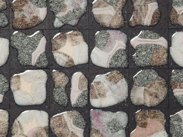 Lava vulcanica, vetro e pigmenti di colore