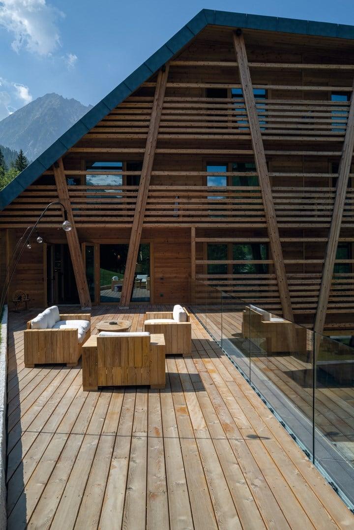 CP Parquet for the new Au Charmant Petit Lac Eco-Hotel