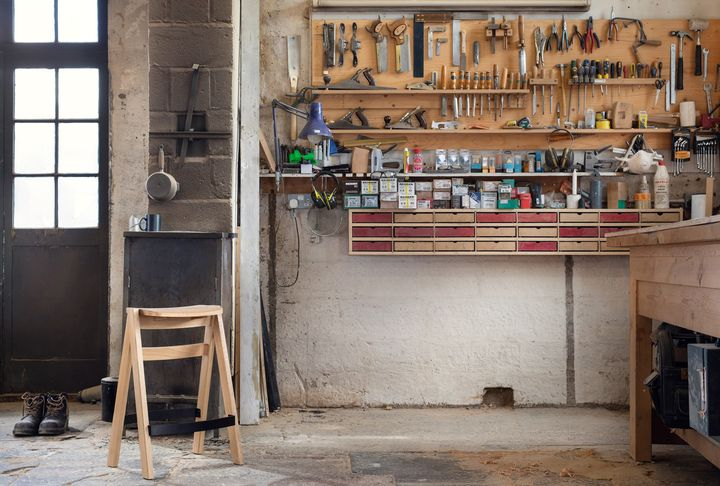 Lap Stool: Wood Is at the Centre Stage