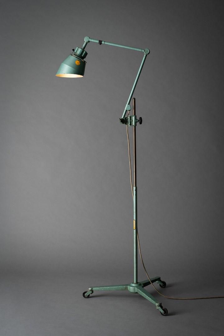 100 Jahre lenkbares Licht: Ursprung und Aktualität beweglicher Beleuchtung