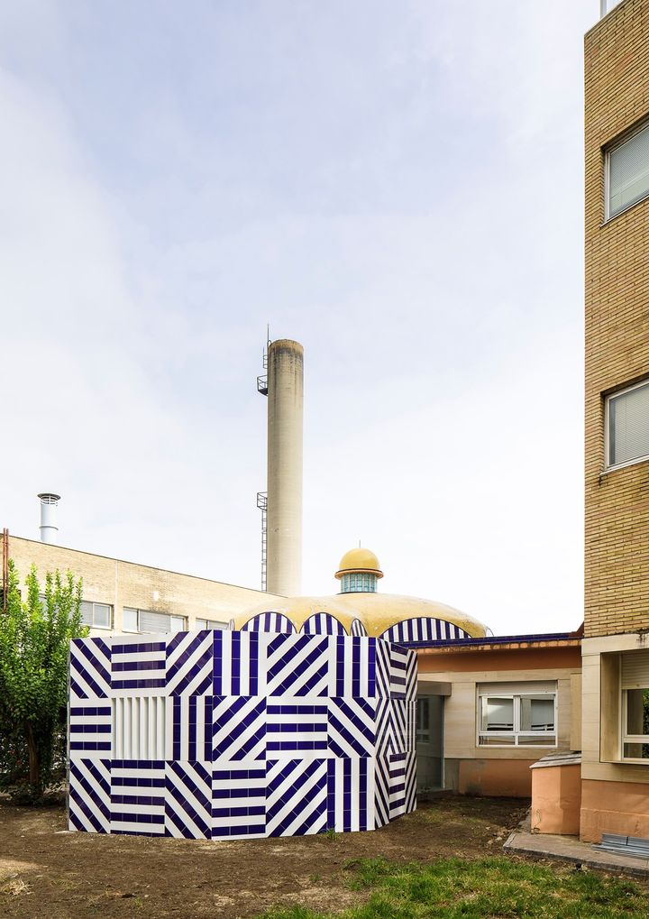 Courtyard of the brave & new parent's room - Ph. Fernando Alda