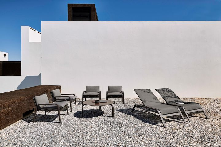 Brown and Black, the Outdoor Classics of Gandiablasco