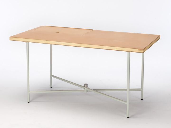 Levi table by Marie Kurstjens and Iva Coskun