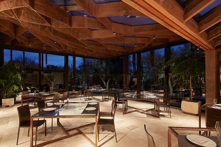 A Bioclimatic Restaurant on the Italians Hills