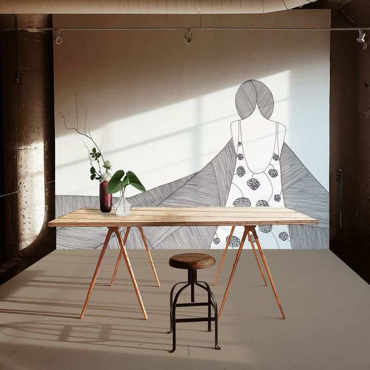 The lightness of the ink drawing to decorate the walls