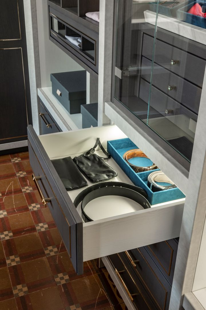 Functionality and Attention to Detail: Wardrobe According to Martini Interiors