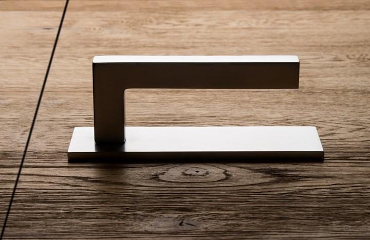 The horizontal plate designed by Olivari