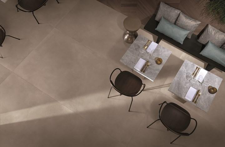 Grandi lastre ispirate alla texture della resina o del marmo