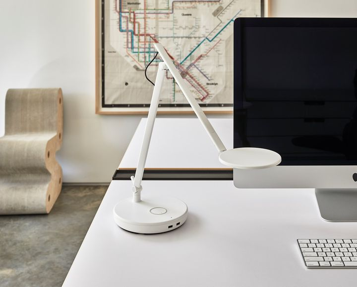 Humanscale, Nova with Wireless Charging Base