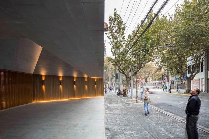 New Shanghai Theatre_photographed by Pedro Pegenaute