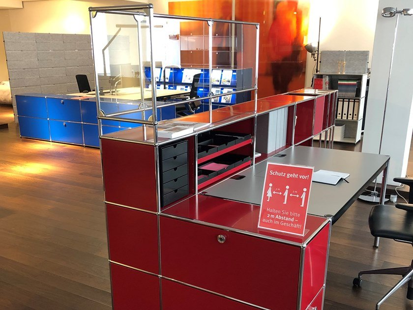 Modular reception station with a protection screen USM HALLER RUBY RED by USM
