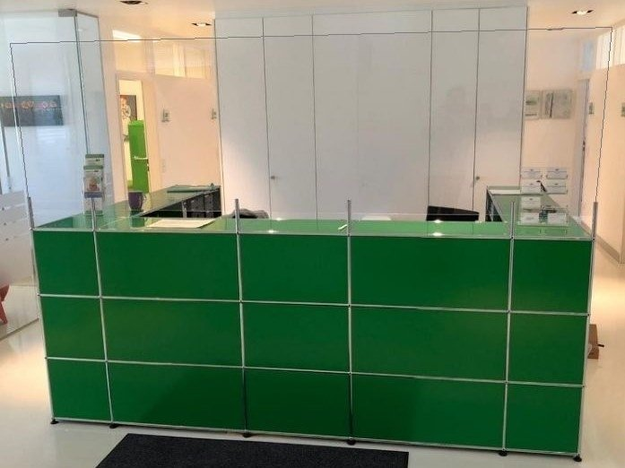 Modular reception station with a protection screen USM HALLER GREEN by USM