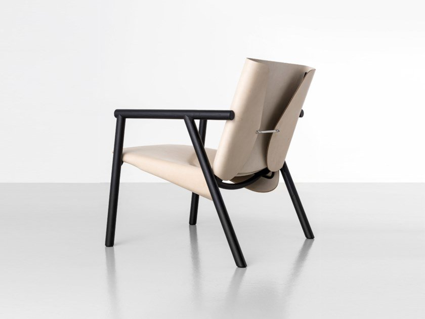 Tanned leather easy chair with armrests 1085 EDITION | Easy chair by Kristalia