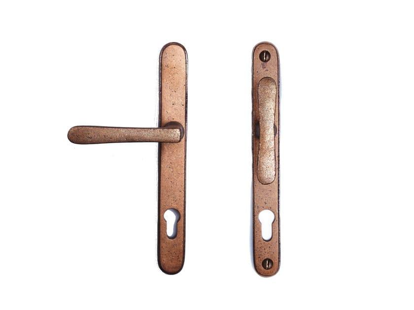 Bronze door handle on back plate with lock PVZTPHTL | Bronze door handle by Dauby