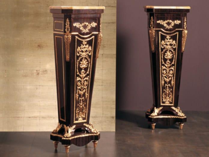 Wooden pedestal 135E | Pedestal by Rozzoni