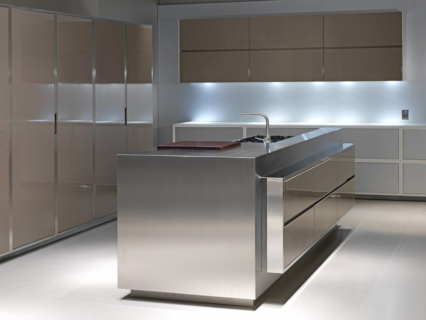 Cucina con isola laccato color tortora lucido by strato cucine - Steel cucine prezzi ...