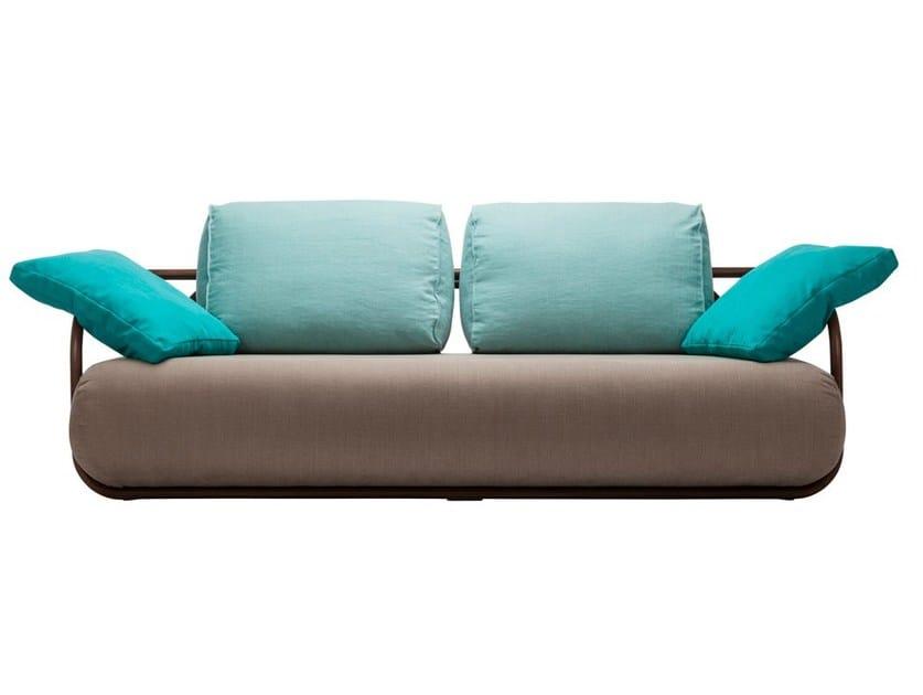 Sofa 2002 | Upholstered sofa by THONET