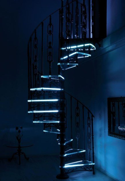 2012   Scala a chiocciola in vetro LED