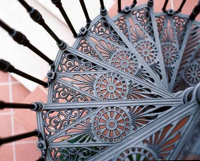 Cast iron Spiral staircase 2050 | Cast iron Spiral staircase by Modus