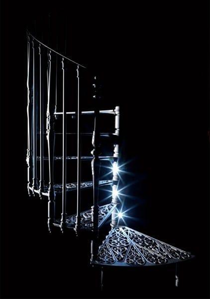 2070 | Scala a chiocciola in vetro LED