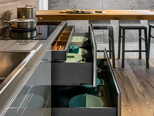 36e8 glass kitchen with peninsula 36e8 collection by for Daniele lago