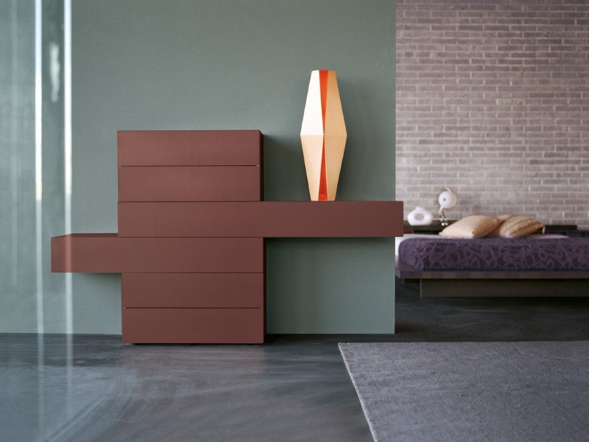 Sectional wooden chest of drawers 36E8 LACQUERED AND GLASS | Chest of drawers by Lago
