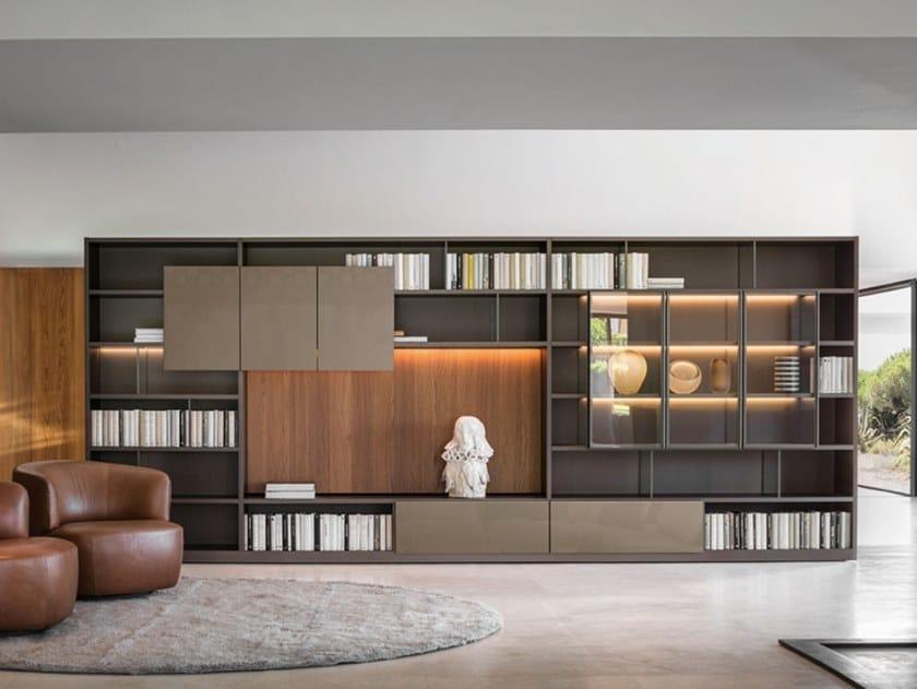 Parete attrezzata componibile in legno con illuminazione integrata 505 by Molteni & C.