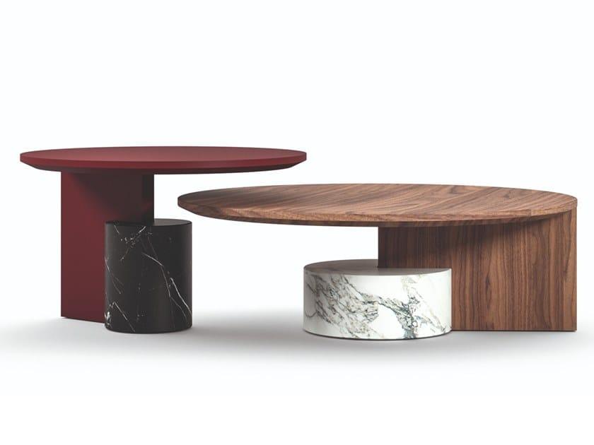 Tavolino rotondo in legno e marmo 557 SENGU by Cassina