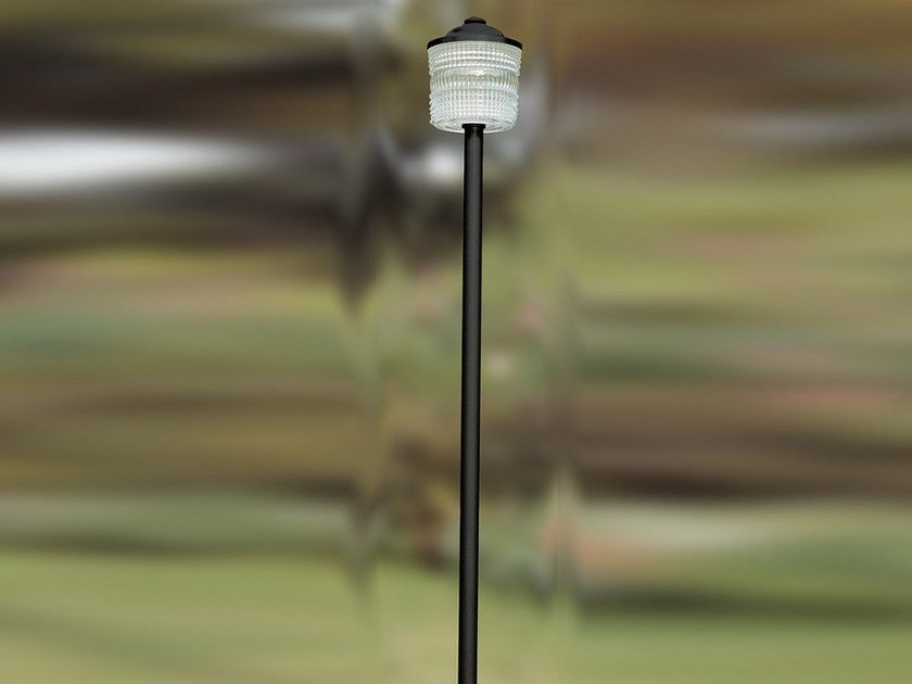 Glass and iron garden lamp post 5585 | Garden lamp post by Jean Perzel