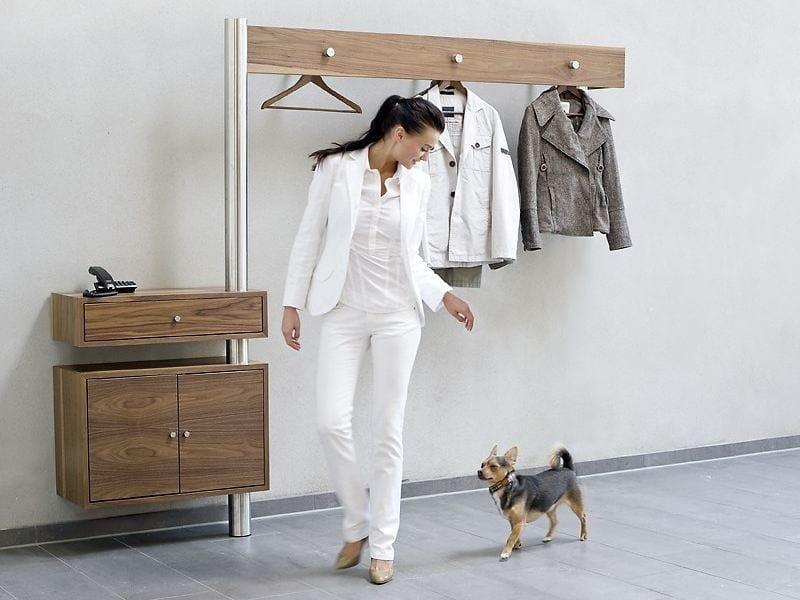Wall-mounted wooden hallway unit 590 | Hallway unit by Wissmann raumobjekte