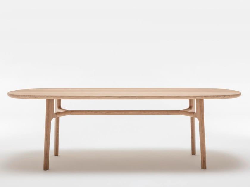 Mesa de comedor rectangular de madera maciza ROLF BENZ 909   Mesa rectangular by Rolf Benz
