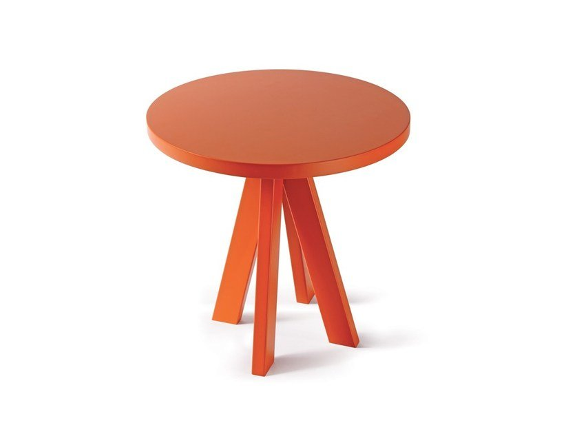 Low lacquered round spruce coffee table A.NGELO | Lacquered coffee table by Atipico