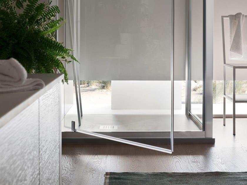 A6 | Box doccia con porta pivotante Nella versione ad angolo, l'anta battente pivot permette alla doccia di prendersi tutto lo spazio necessario assicurando una comoda e agevole apertura.