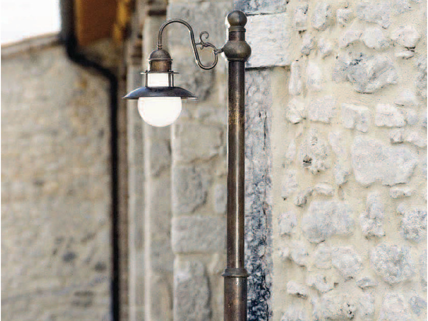 Metal garden lamp post ABBAZIA | Garden lamp post by Aldo Bernardi