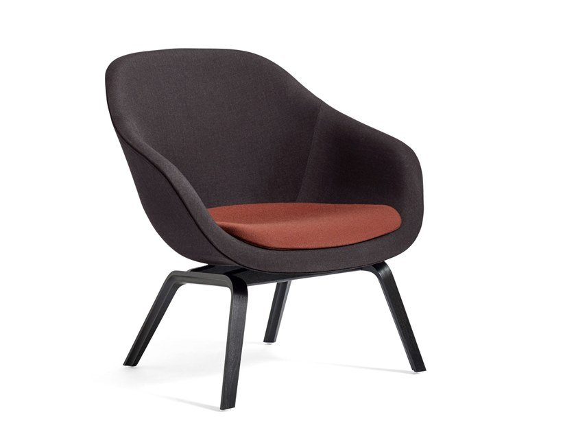 Poltroncina imbottita con braccioli ABOUT A LOUNGE CHAIR AAL83 by Hay