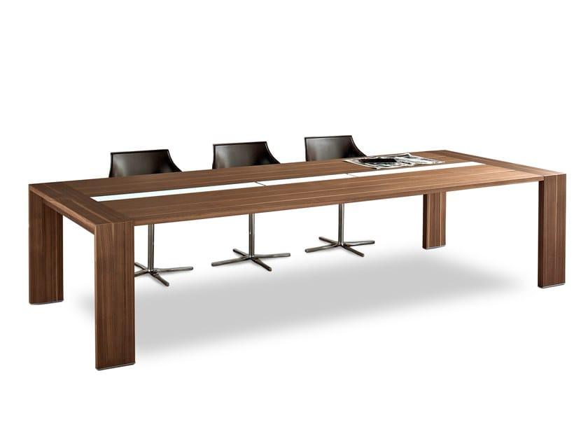 Tavolo da riunione con sistema passacavi ACCADEMIA by ESTEL GROUP