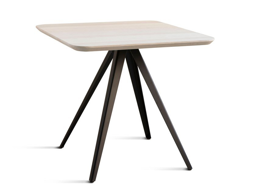 Square table AKY MET | Square table by TrabA'