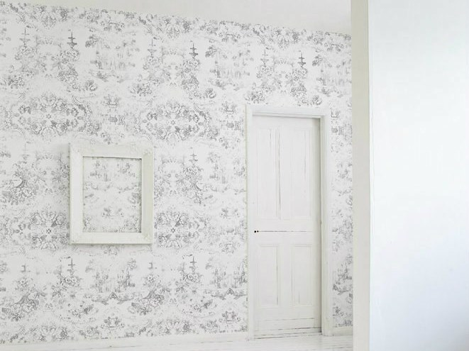 Vinyl wallpaper with floral pattern ALMOST WHITE DELFT BAROQUE by Mineheart