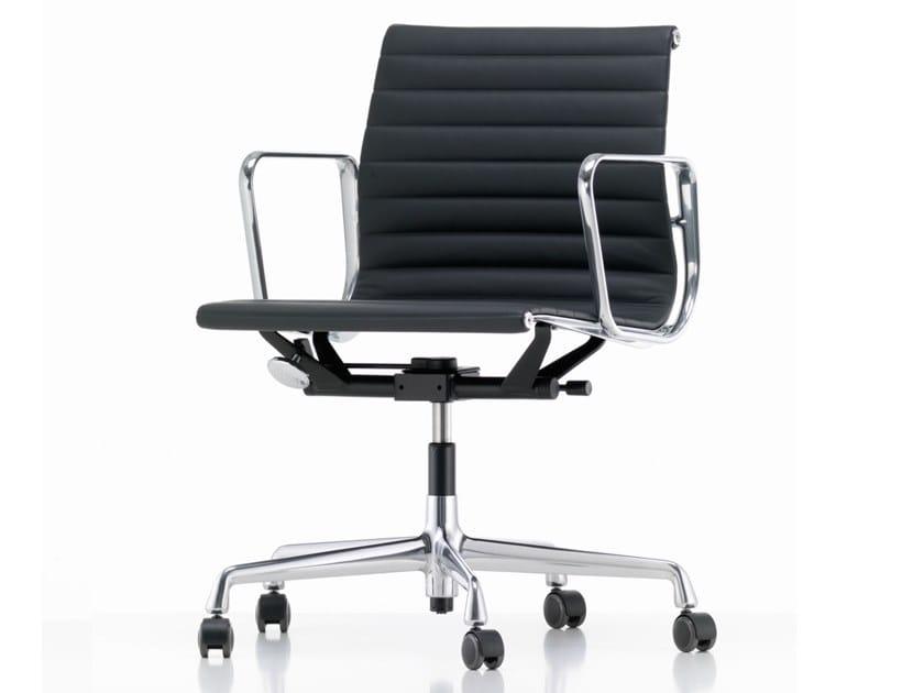 Cadeira operativa giratória de pele com braços ALUMINIUM CHAIR EA 117 by Vitra
