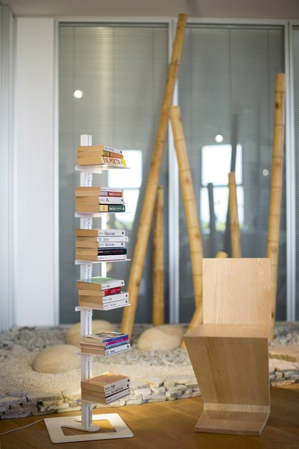 AMBROGIO | Libreria autoportante Ambrogio con 6 ripiani e con luce Led