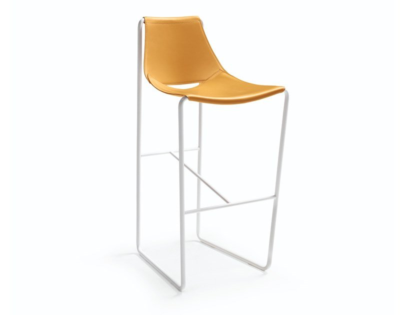 Sled base tanned leather barstool with back APELLE | Stool with back by Midj