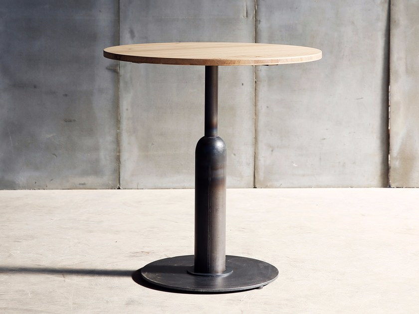 Round wooden table APOLLO MTM | Wooden table by Heerenhuis