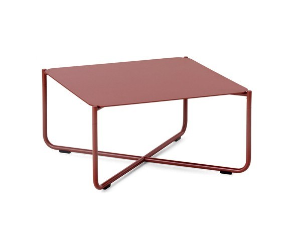 Square powder coated steel coffee table ARENA | Coffee table by Nola Industrier