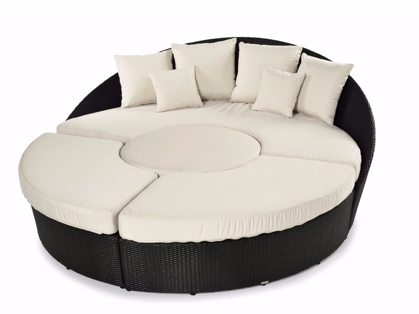 Round sofa with synthetic fiber weaving ARENA | Curved sofa by Varaschin
