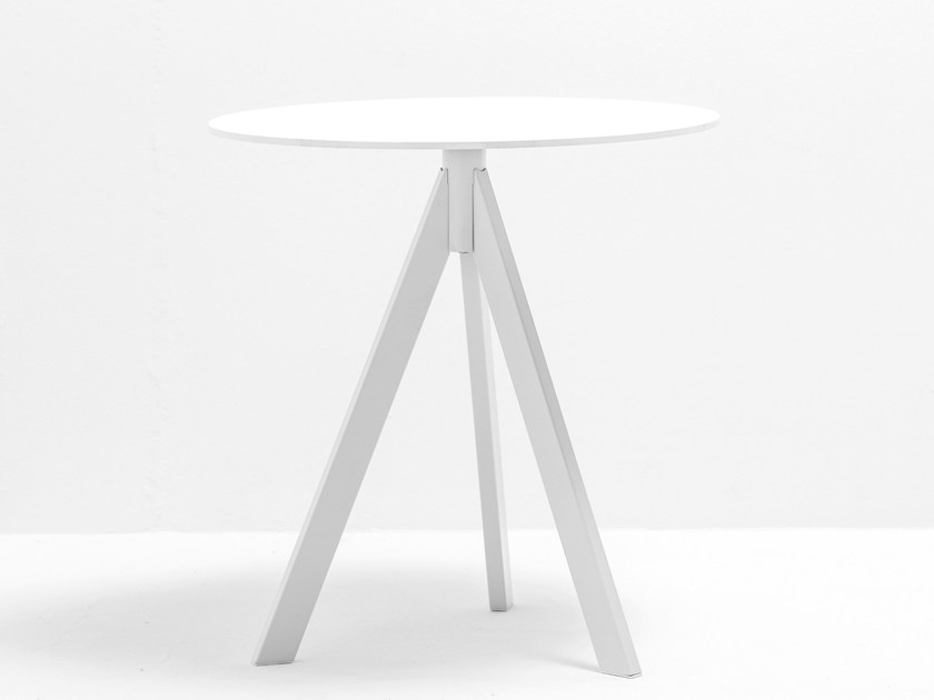 Round steel garden table ARKI-BASE ARK3 by PEDRALI