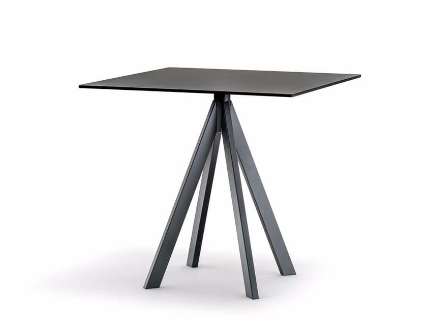 Tavolo da giardino quadrato in acciaio ARKI-BASE ARK4 by PEDRALI